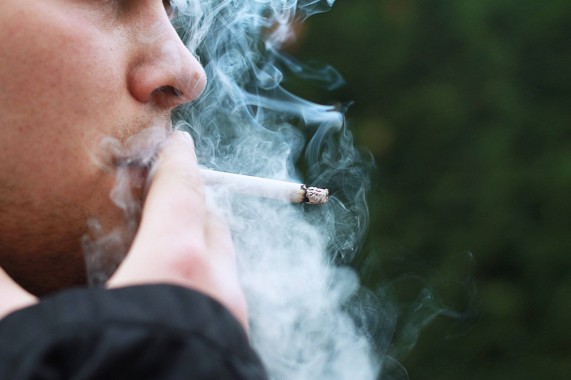 Roken op schoolpleinen vanaf augustus 2020 verboden