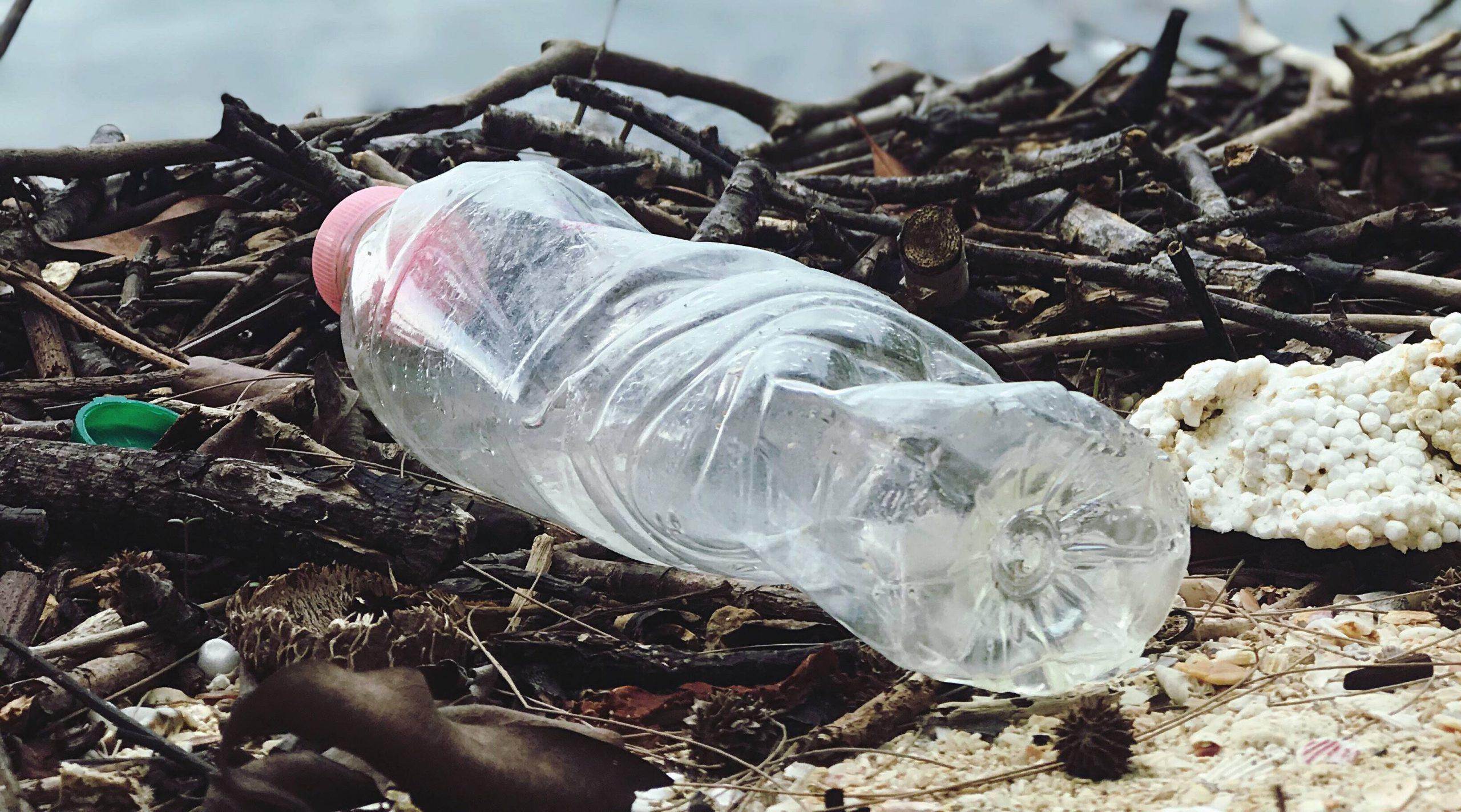 Vanaf juli volgend jaar 15 cent statiegeld op kleine plastic flesjes